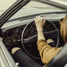 12 + 1 cosas que no se pueden (o no se deben) hacer al volante
