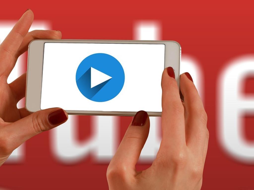 El delito contra la integridad moral en YouTube