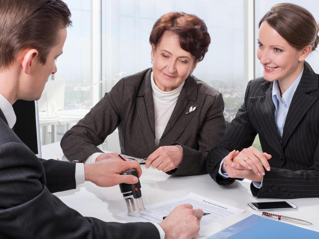 Consultas sobre herencias y testamentos a notarios