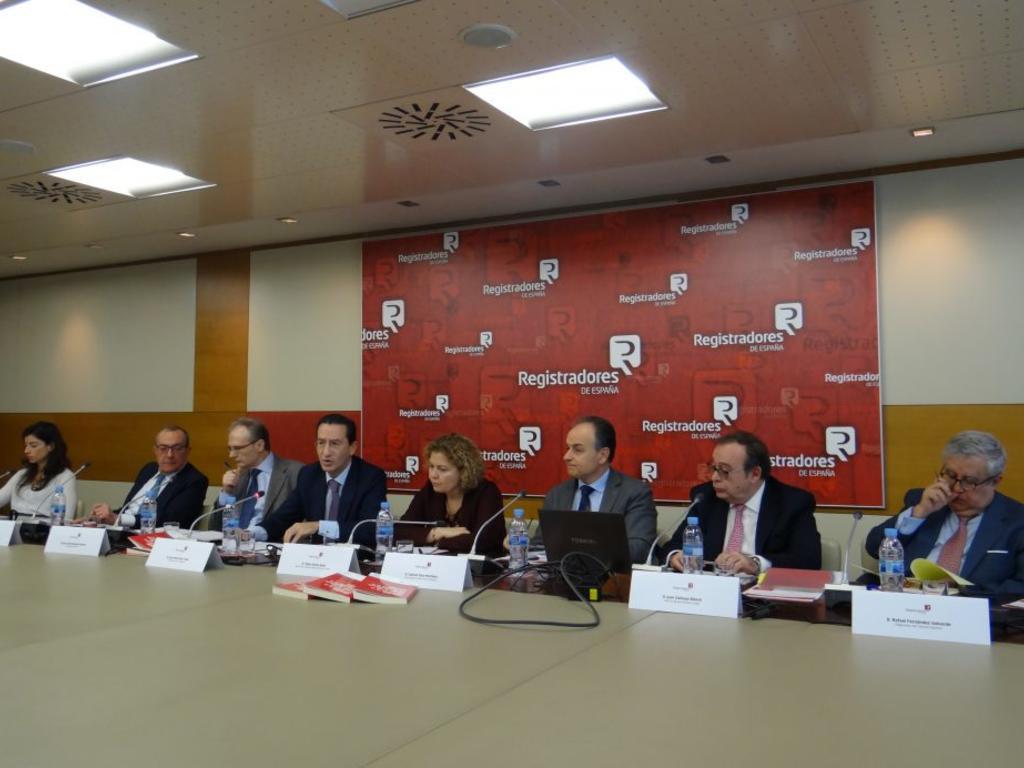 El director general de Novit Legal presenta como coautor su último libro en el Ilustre Colegio de Registradores de España