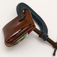 Claves para saber si se debe demasiado dinero