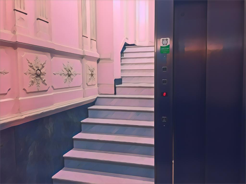 ¿Qué hacer cuando no todos los vecinos quieren poner un ascensor en la finca?