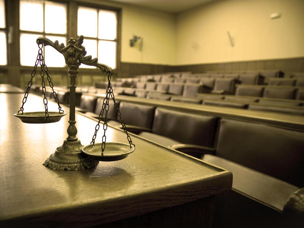 ¿Cuándo es posible la celebración de juicio oral en ausencia del acusado?