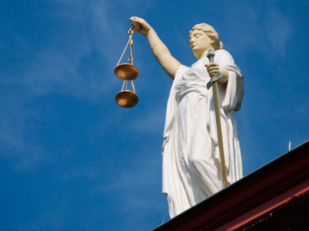 ¿Qué delitos pueden cometer los abogados en el ejercicio de su profesión?