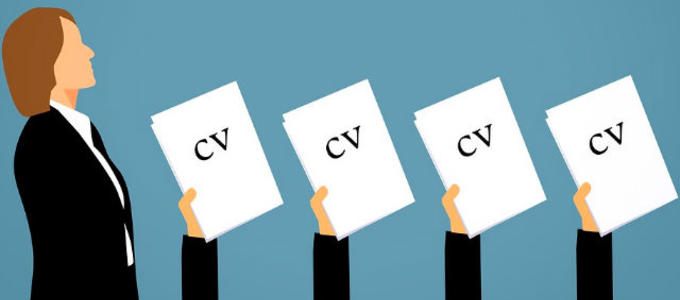 Nombramiento de socias: ¿contratarlas de otras firmas o permitirles el ascenso?