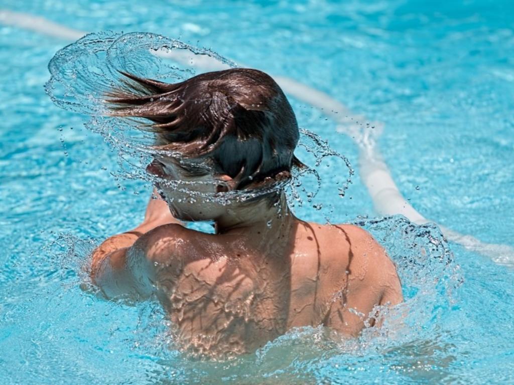 Resbalones, cortes y ahogamientos: ¿qué pasa si tengo un accidente en una piscina este verano?