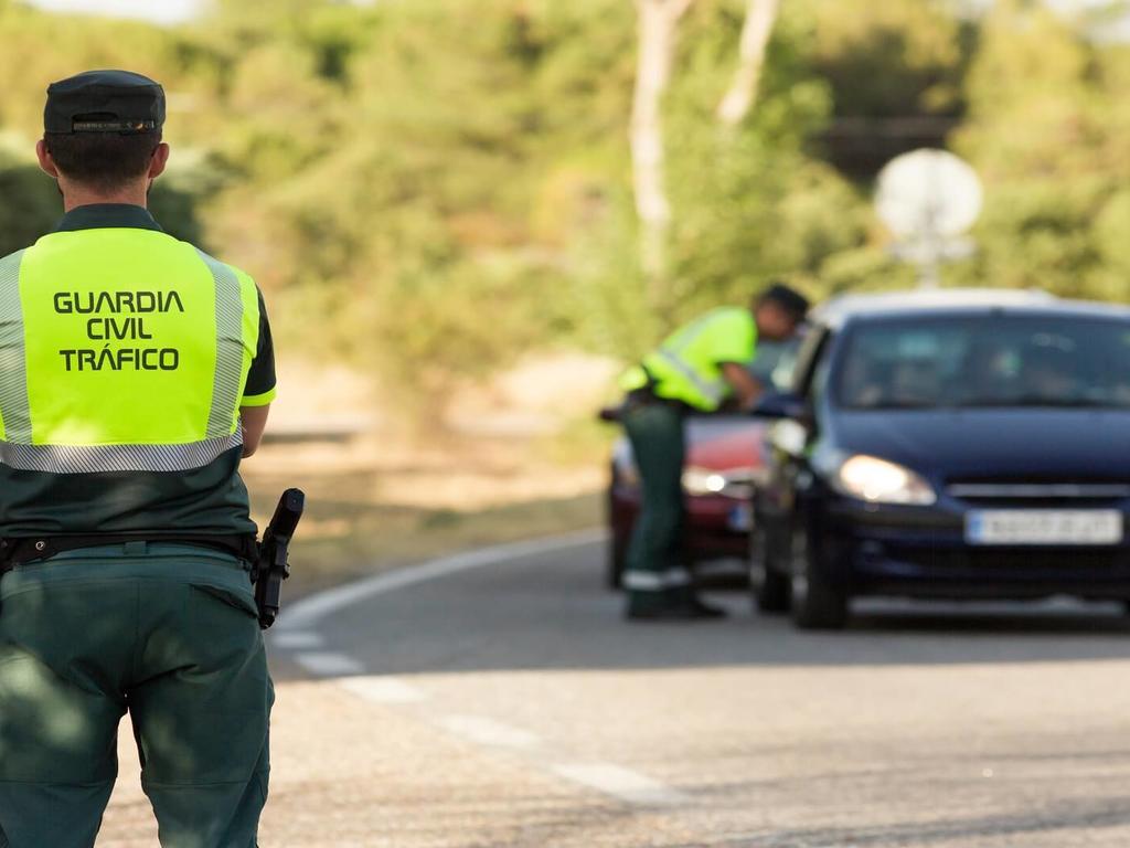 ¿Cuáles son las sanciones por conducir bajo los efectos de sustancias estupefacientes?