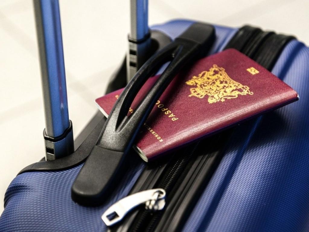 ¿Qué debes hacer si te roban el DNI o el pasaporte en el extranjero?