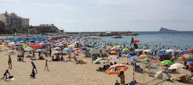 Acampar o ducharse: 10 prohibiciones de las playas españolas