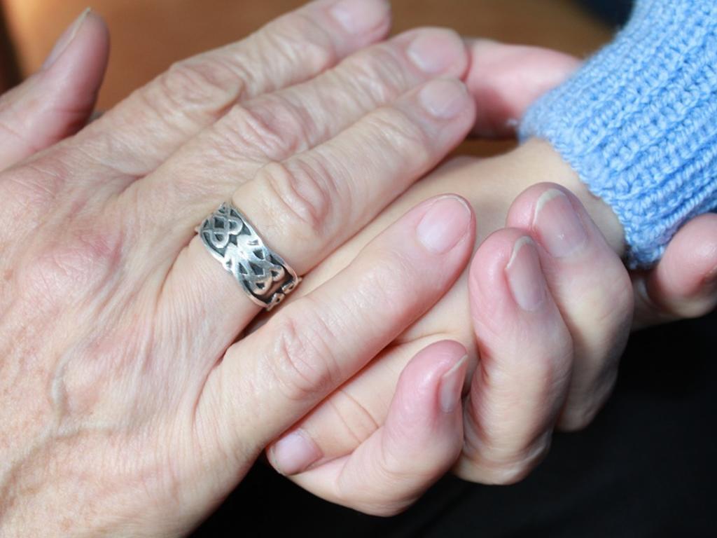 ¿Puedo perder la custodia de mi hijo si lo dejo siempre con los abuelos?