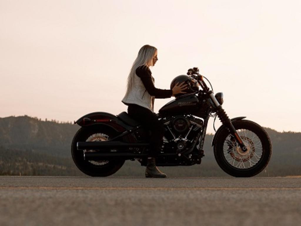 Ir en moto sin casco: ¿cuáles son las consecuencias legales?