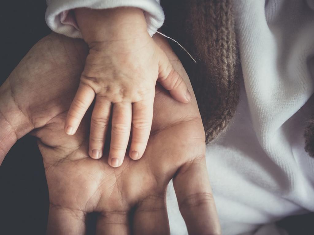 ¿Qué trámites hay que realizar tras el nacimiento de un hijo?