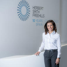 Herbert Smith Freehills ficha a la secretaria general de Farmaindustria, Lourdes Fraguas