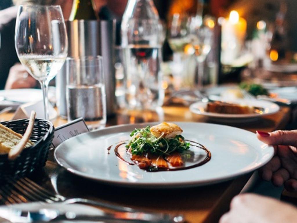 ¿Pueden los restaurantes subir sus precios en Navidad?