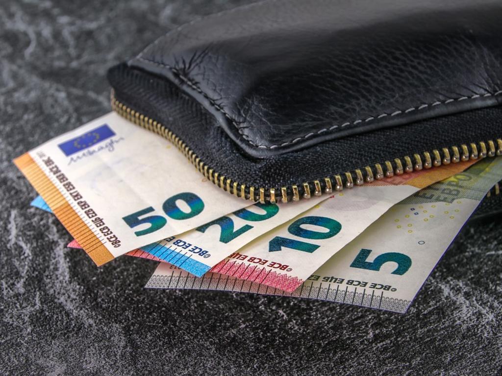 ¿Existe alguna limitación para los pagos en efectivo?