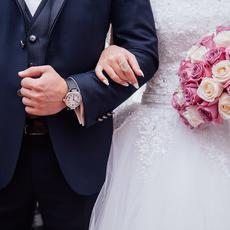 Casi el 80% de los menores de 35 años que convive piensa casarse, aunque las parejas dependen de la situación económica para hacerlo, según un estudio de la Cátedra Amoris Laetitia, de la Universidad