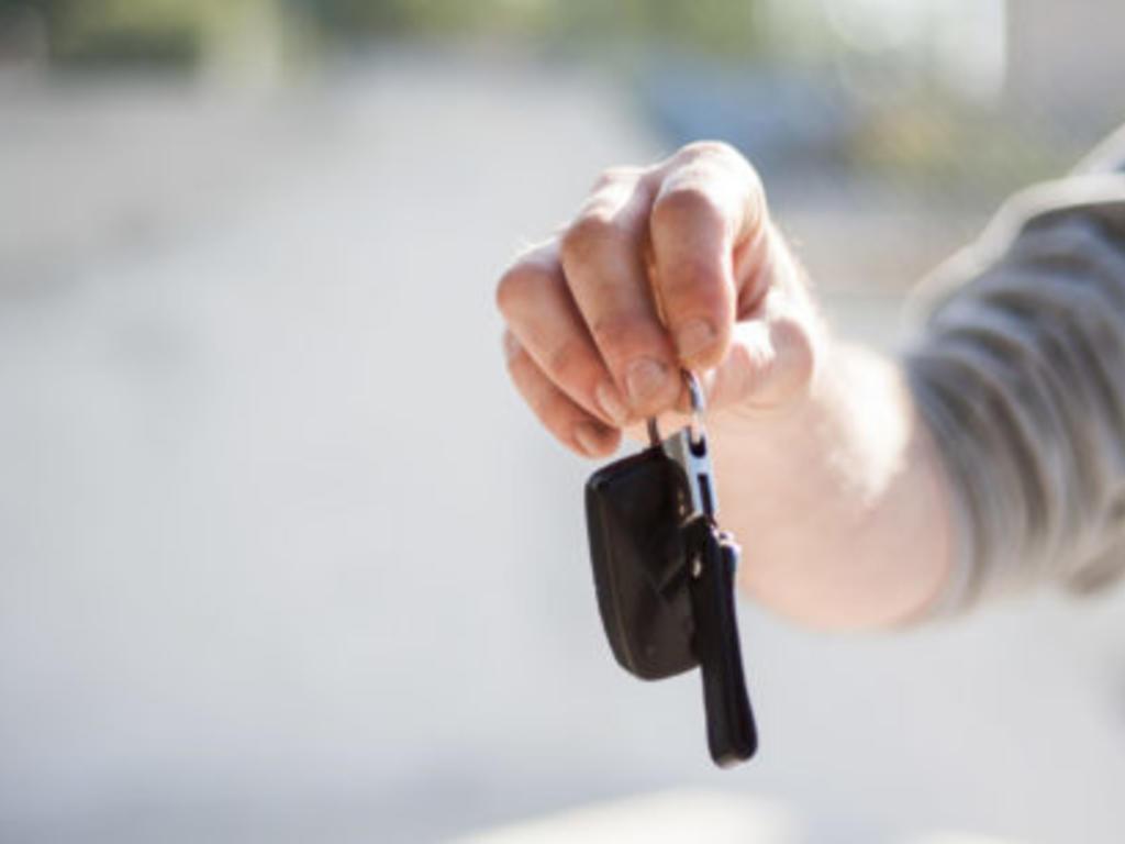 Conducción sin permiso, delito contra la seguridad vial y permisos de conducción otorgados por terceros países