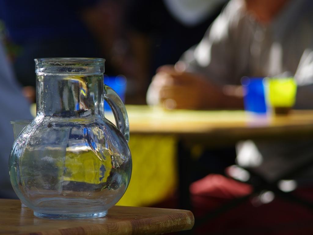 """Pedir agua de grifo en un restaurante ¿derecho del consumidor o """"cortesía"""" del establecimiento?"""