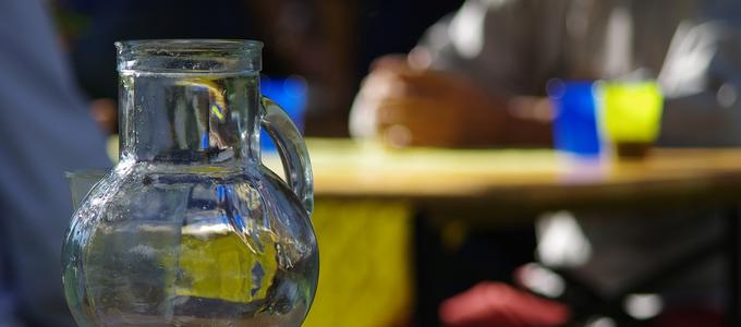 """Pedir agua de grifo en un restaurante ¿derecho del consumidor o cortesía"""" del establecimiento?"""