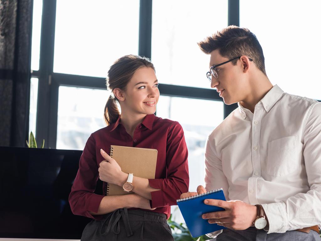 ¿Puede tener consecuencias legales tener pareja en el trabajo?