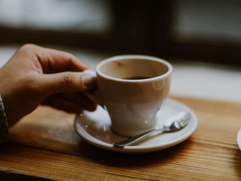 ¿Puede una empresa descontar las pausas de café y cigarrillo de un empleado?