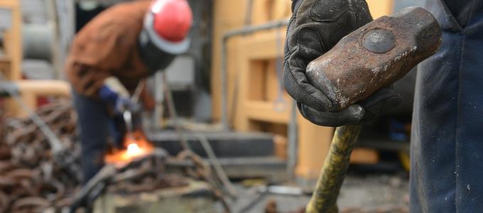 ¿Cuándo se considera que existe cesión ilegal de trabajadores?