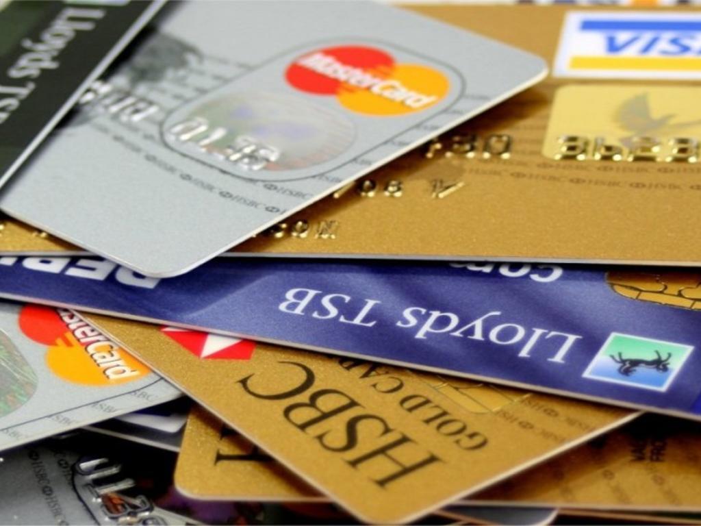 Reducir el tipo de interés de las tarjetas revolving únicamente supone que la deuda aumente a menor ritmo