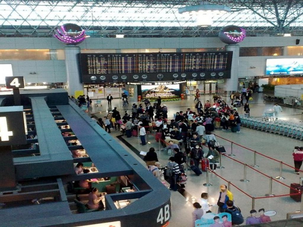 Controles sanitarios en los aeropuertos: ¿qué pasa si por este motivo llegas tarde al embarque y pierdes el vuelo?
