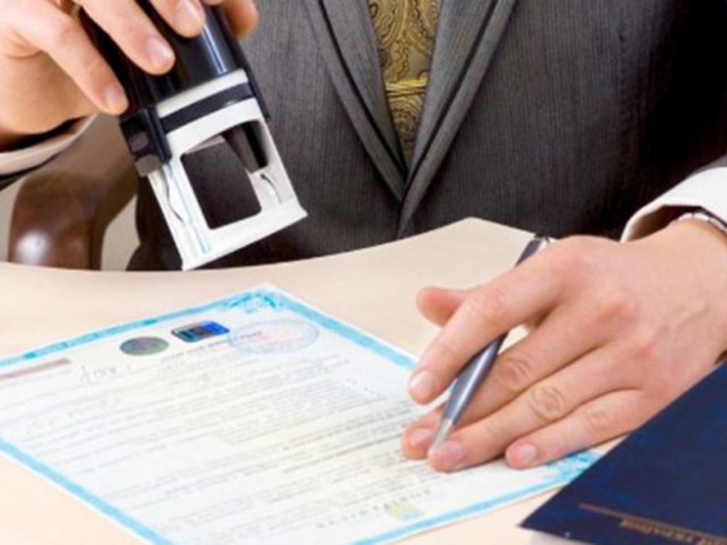 La denegación de la autorización de residencia de larga duración por constar antecedentes penales