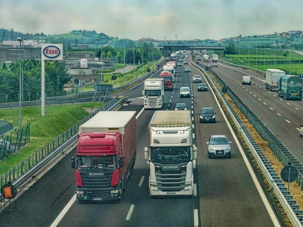 El Tribunal Supremo anula el requisito de antigüedad máxima del vehículo para obtener la licencia de transporte público de mercancías