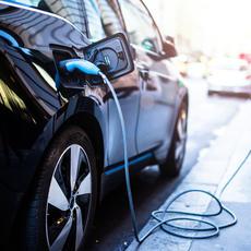 El uso de vehículos sostenibles crece en la España  pos-COVID, mientras se desploma el transporte público