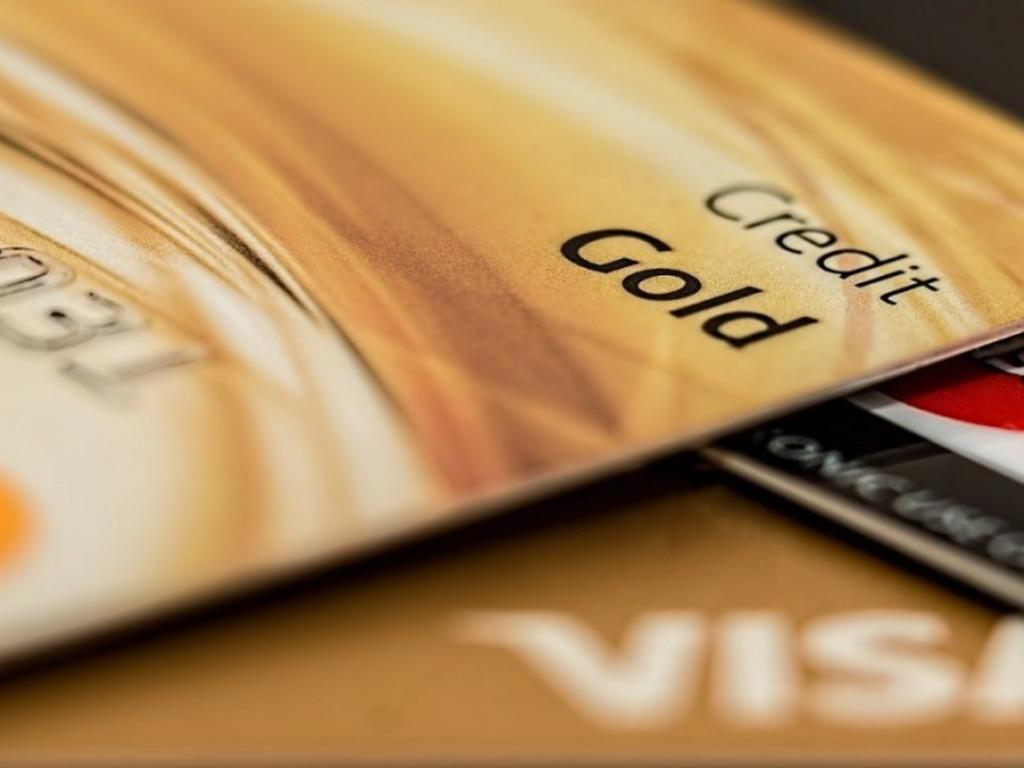 Tarjetas revolving más comunes: unión de grandes marcas y bancos