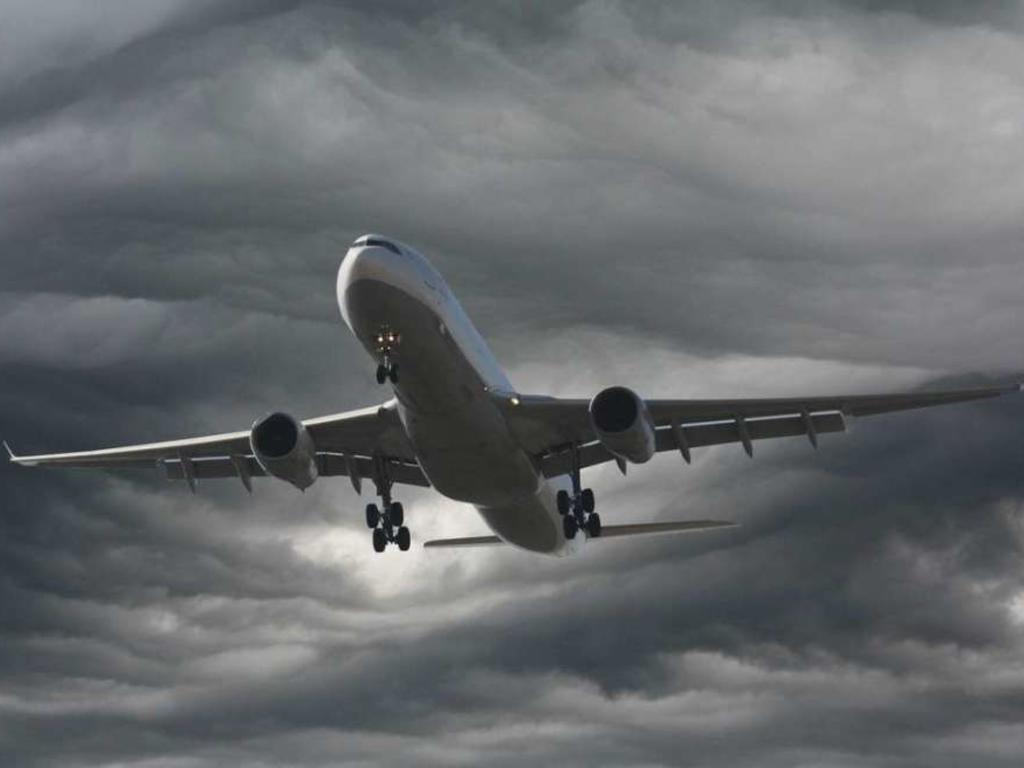 Traslado de cenizas en avión: ¿es posible?