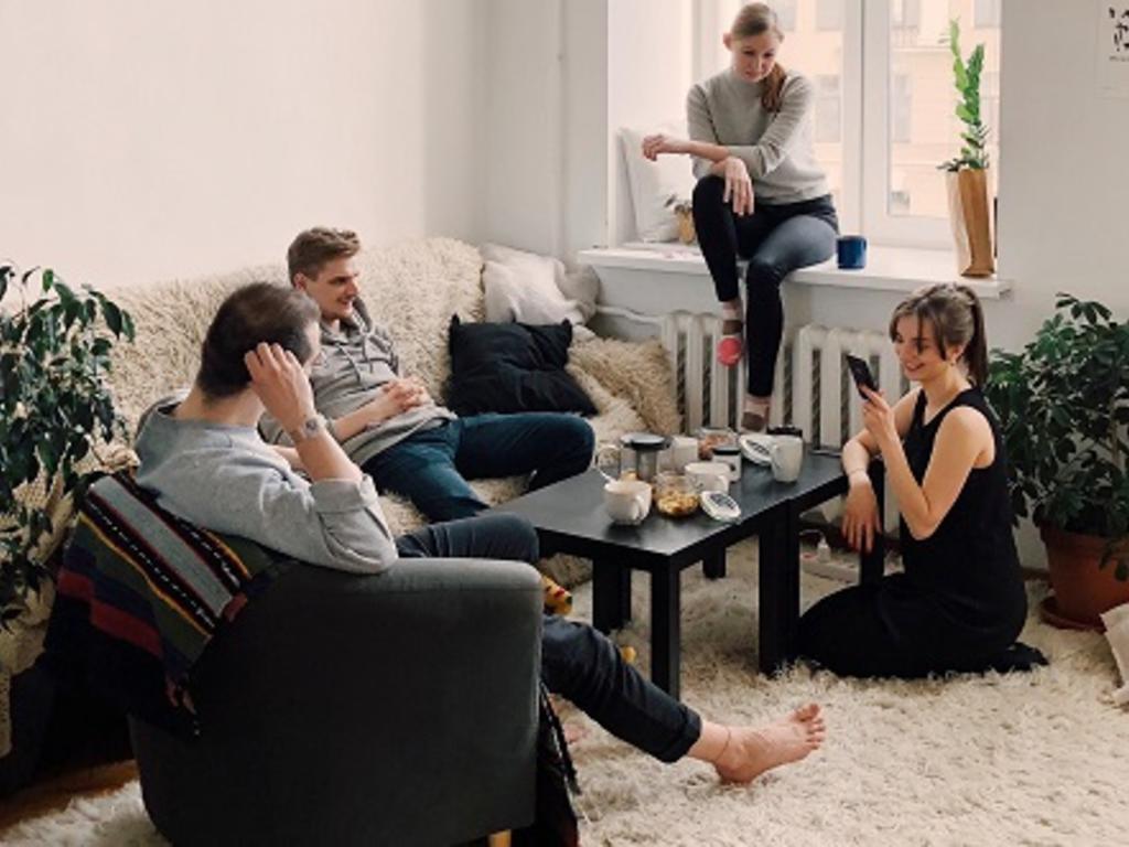 Vivo en un piso compartido. ¿Puede el casero entrar y salir cuando quiera?