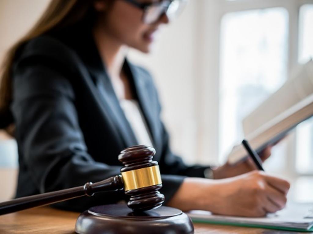 Si he ganado un juicio, ¿puedo deducirme gastos como pagar a un abogado o procurador?