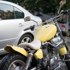 Un Juzgado de Madrid anula una sanción por aparcar una moto en la acera por no aportar fotografía del hecho