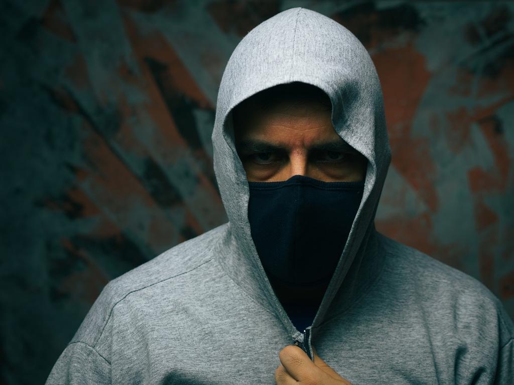 Mascarilla: disfraz o deber ciudadano #agravantes