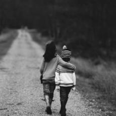 La nueva Ley de Infancia prohíbe los desnudos integrales a menores migrantes para determinar su edad