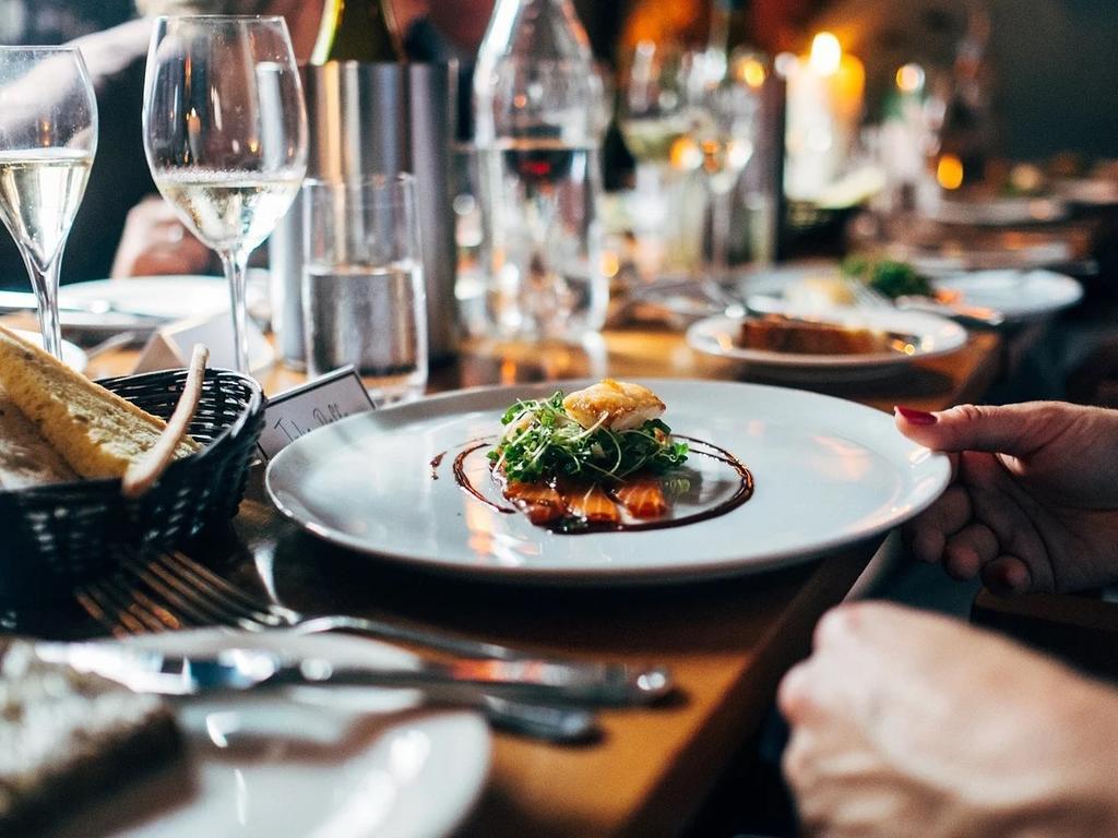 Responsabilidad «ex lege» de bares y restaurantes. Cuerpos extraños en los alimentos