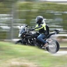 Anulan multa por usar casco Bluetooth en moto