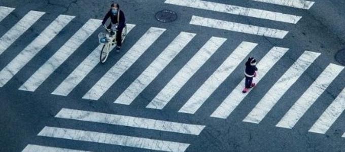 Patinetes y bicicletas: ¿pueden usar los pasos de peatones?