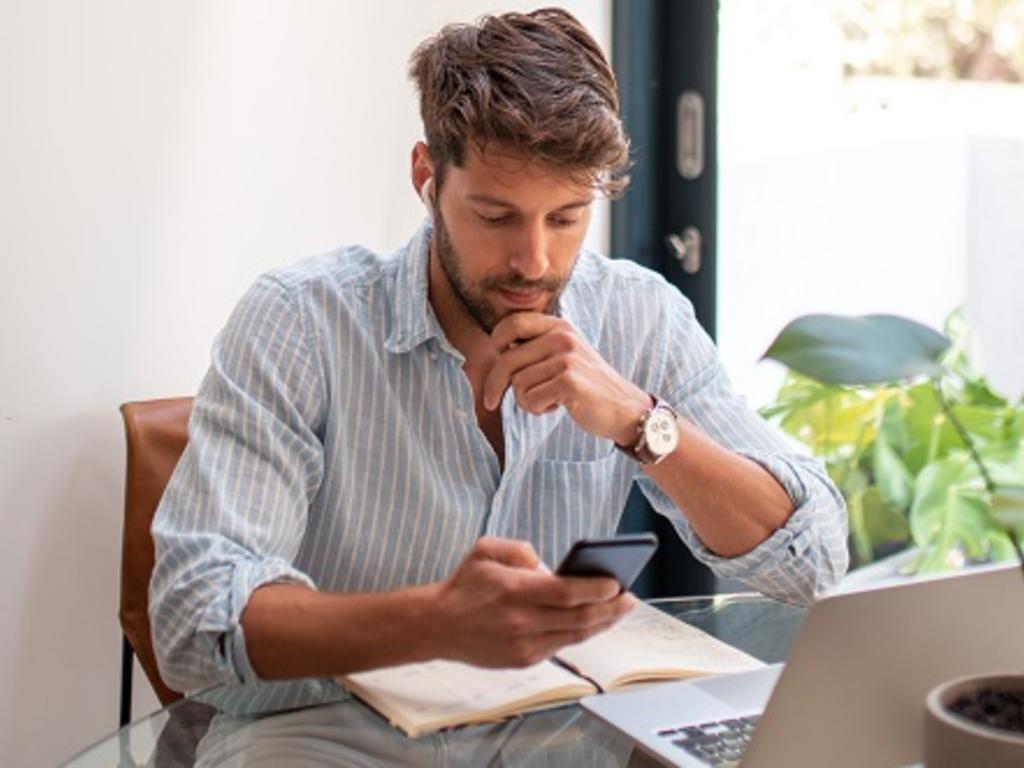 Pymes y autónomos: claves legales para digitalizar tu negocio y crear una página web