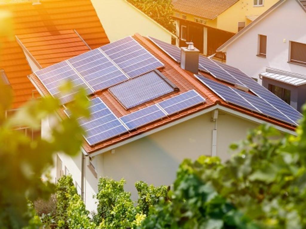 Placas solares y su instalación en comunidades de vecinos: principales claves