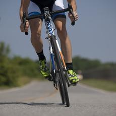 ¿Qué se debe tener en cuenta antes de adelantar a un ciclista?